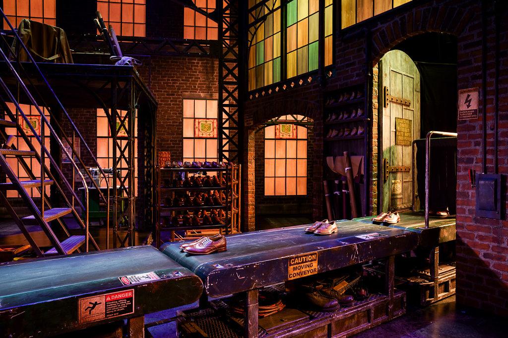 Kinky Boots Hamburg Bühnenbild